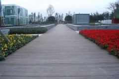 13-14_plastic-wood-composite-walkway_01